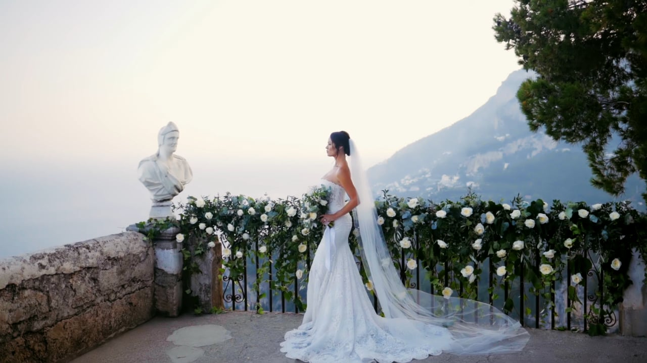 Un Elegante Matrimonio Intimo a Villa Cimbrone, Costiera Amalfitana